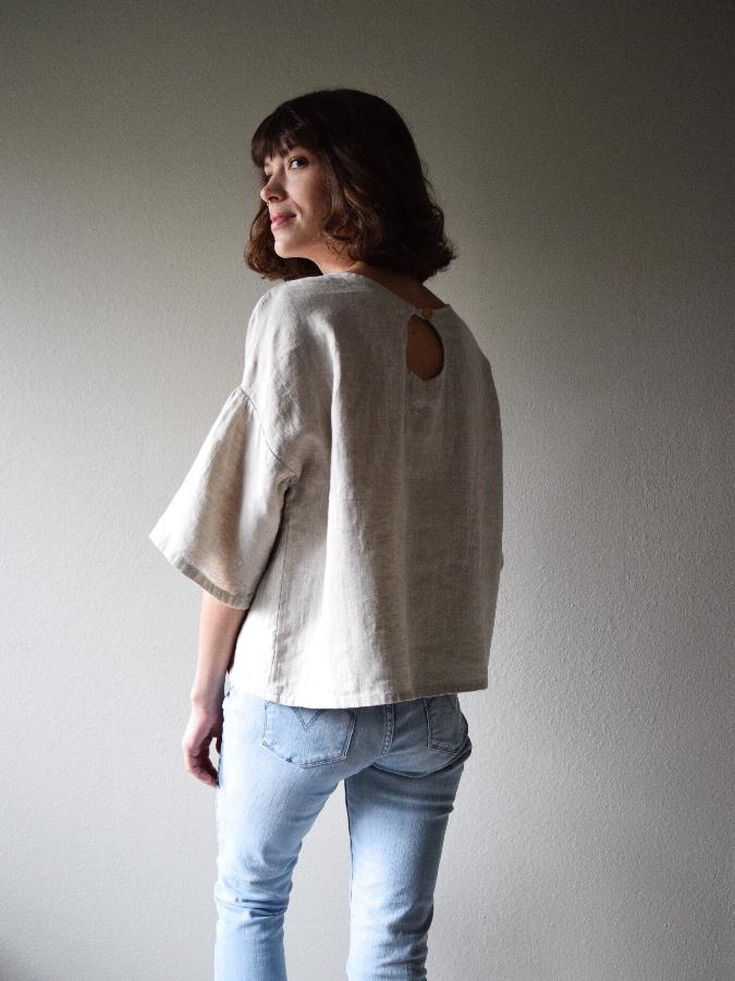 Randee, Oversized tee w keyhole and gathered sleeve made w medium weight mixed natural - softened.
