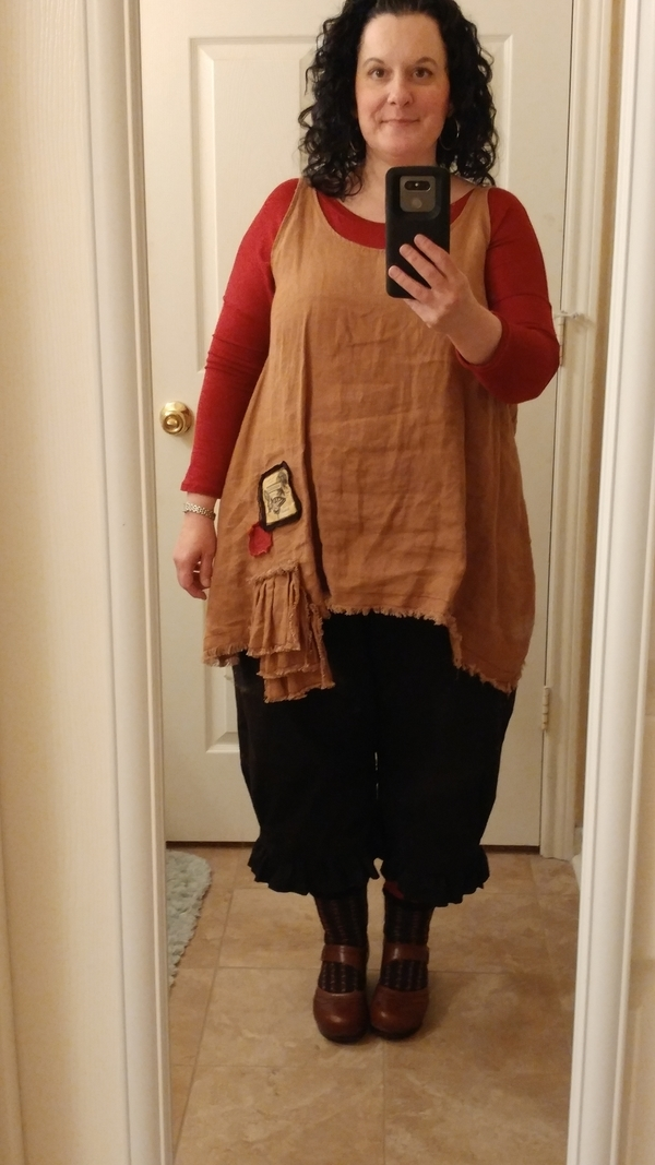 Mindy, This top was a modified version of Tina Givens Sugar Slip. I used Ginger IL19 linen and added red a...