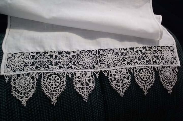 Christa, Completely hand done Reticella lace hand towel. Original pattern by Federico de Vinciolo, 1587. I us...