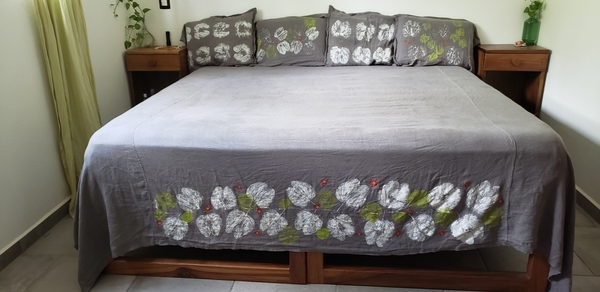 Susan, King bed sheet set and 4 pillow shams using Fabric-Store IL019 ASPHALT Softened.  The embellishments...