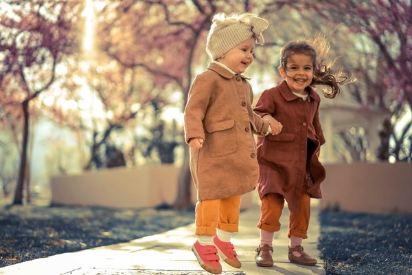 Karina, Girls in linen coats and jumpsuits from fabricstore fabrics ( ginger, earth, spice and autumn gold...