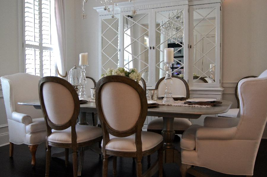 Andrea, Dinning room finished with 100% white linen fabric.