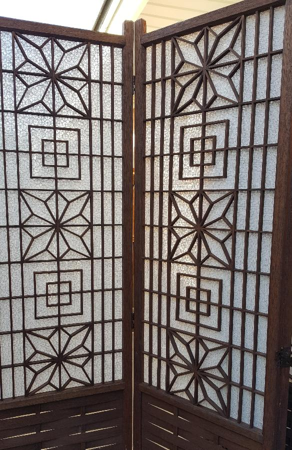 Barbara, Original rice paper panels in our old shoji screen had shrunk & come off.  Replaced it with IL030 li...