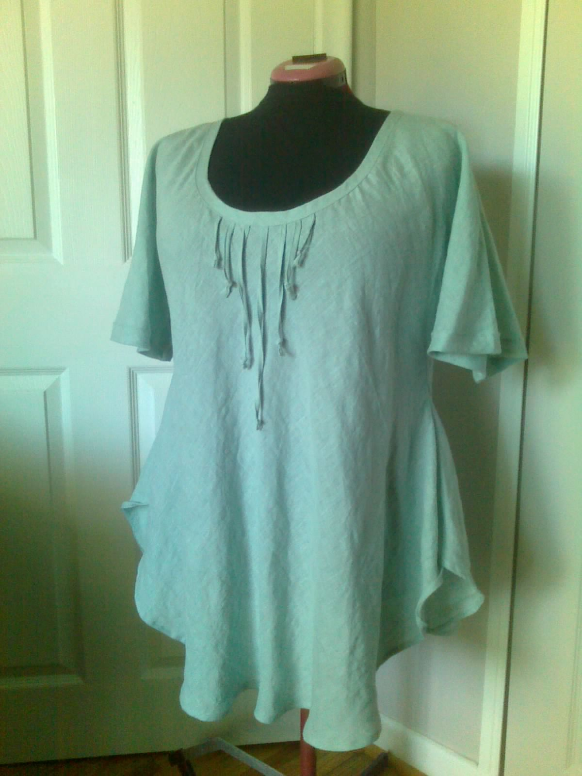 Maria, Bias cut tunic in IL020 MEADOW.  Very simple and basic, has only two seams, but since its cut on a...