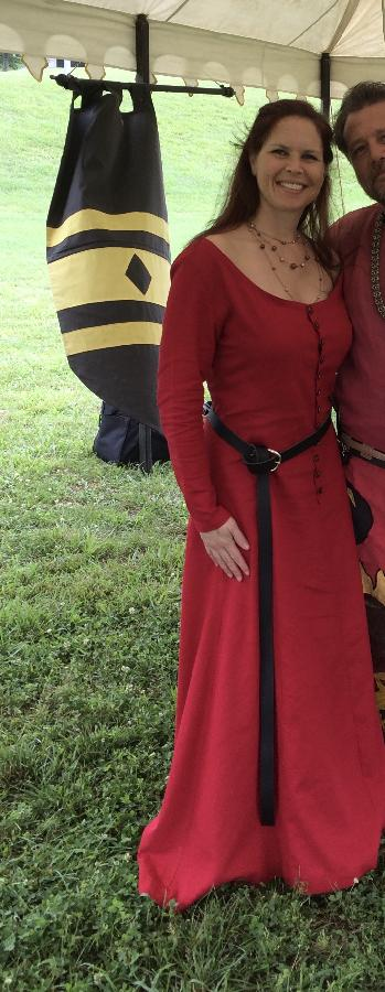 Lisa, Late 14th Century button front kirtle.