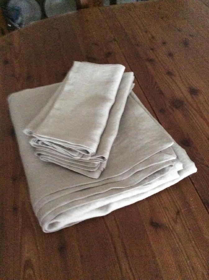 Karen, Linen napkins and tablecloth