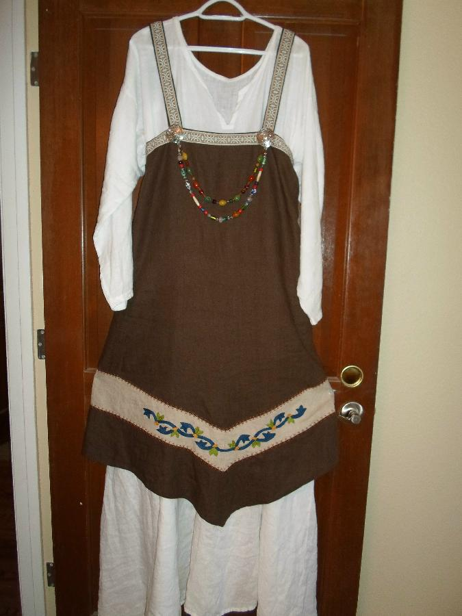 Cynthia, I made this 4 panel Viking apron out of  chocolate brown heavy weight linen(4C22).  I added the natu...
