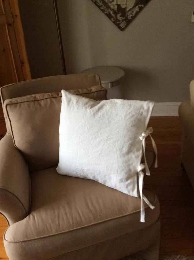 Karen, White linen pillow with ties