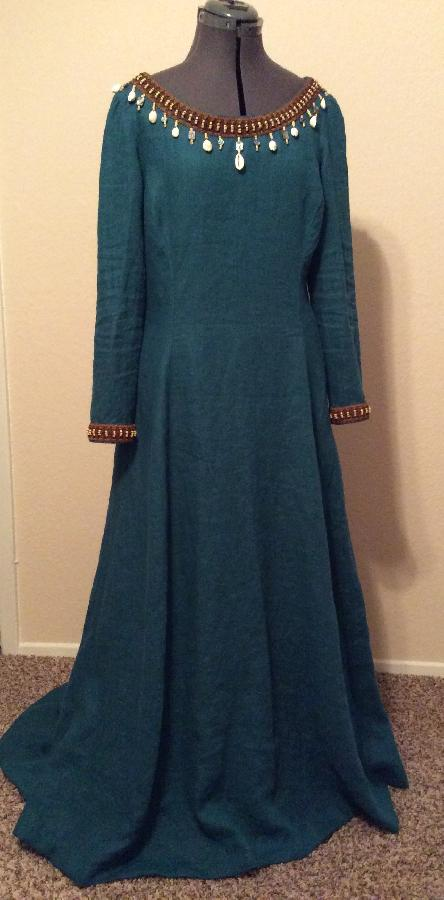 Edna, Medieval gown using IL019 Middle Weight Linen in Sphinx.  I love how this turned out!  Just enough w...