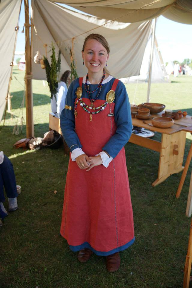 Kelsey, When a week-long Viking encampment in mid-summer was coming up, I knew I needed a linen ensemble to...