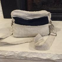 Shoulder bag made with 4C22 Natural mix and Il019 Dress Blue for pockets.