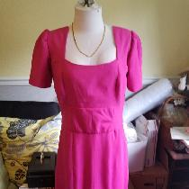Linen dress fully lined with exposed zipper