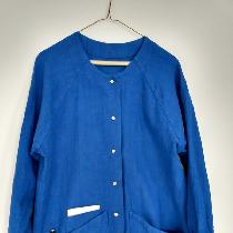 Custom raglan sleeve scrub coat with pocket details for accessories in royal blue.