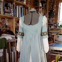 I made this with IL019 Meadow linen. The underskirt and lining is heavyweight 4C22 bleached soft...