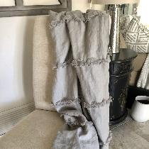 Soft and cuddly linen throw, made with mid weight il019 drizzle. A lovely soft neutral gray. I l...