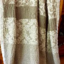100% Jacquard linen throw. Mix of IL002 Ivory Natural Tetra, Natural Royal Crest, Natural Scroll...