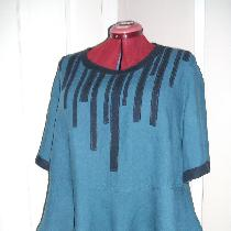 Linen peplum tunic in IL019 BLUE BONNET with applique in IL019 DRESS BLUE.