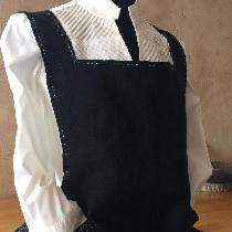 I made this apron using 4C22 heavy black linen.  I followed the well written tutorial provided b...