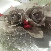 The roses and leaves on this wedding fascinator are made of natural non dyed linen. The roses an...
