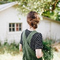 I made a linen pinafore apron with 4C22 in Vineyard Green. I really love the way it turned out w...