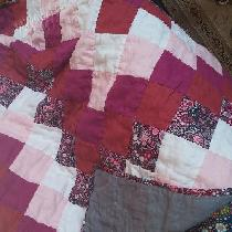 Anne, Baby girl quilt with cotton accent. Hand...