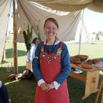 When a week-long Viking encampment in mid-summer was coming up, I knew I needed a linen ensemble...